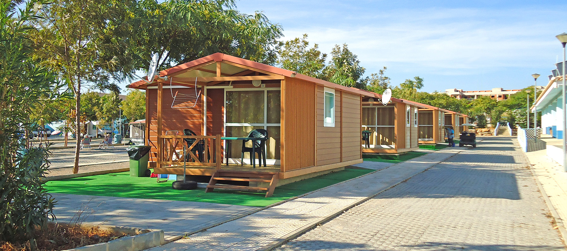Bungalows for rent in Excellent winter sun campsite in Algarve - Portugal